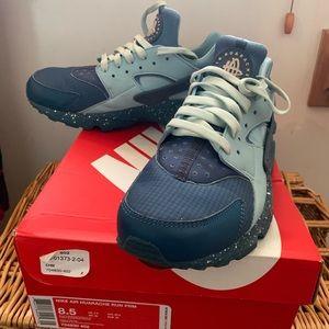 Men's Nike Hurache sneakers